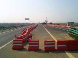 交通隔离墩